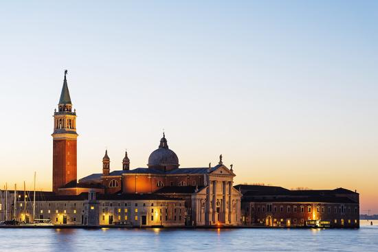 christian-kober-europe-italy-veneto-venice-san-giorgio-maggiore-church-across-basino-di-san-sunrise