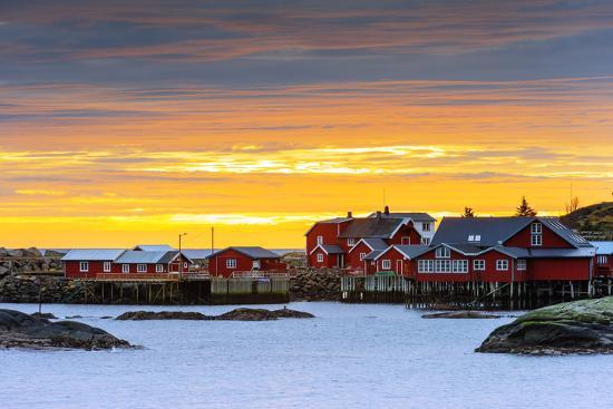 christian-kober-europe-scandinavia-norway-lofoten-islands-moskenesoy-moskenes-sunset