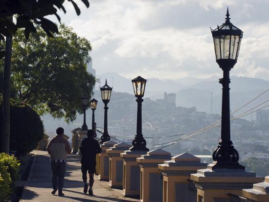 christian-kober-joggers-in-park-la-leona-tegucigalpa-honduras-central-america