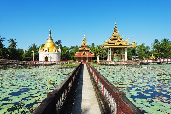 christian-kober-south-east-asia-myanmar-bago-lakeside-pagodas