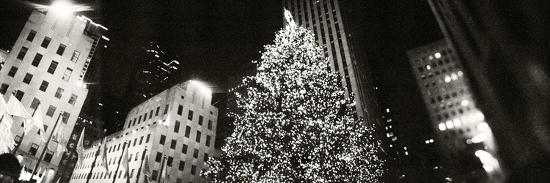 christmas-tree-lit-up-at-night-rockefeller-center-manhattan-new-york-city-new-york-state-usa