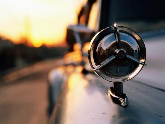 christopher-p-baker-side-mirror-on-1950s-car-santiago-de-cuba-cuba