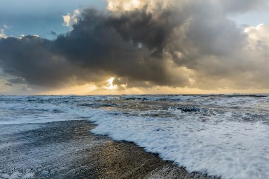 chuck-haney-black-sand-beach-near-vik-iceland