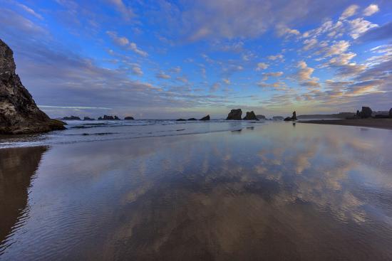 chuck-haney-clouds-reflect-in-wet-sand-at-sunrise-at-bandon-beach-bandon-oregon