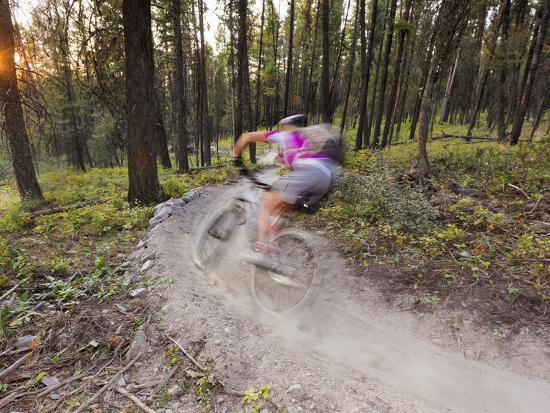 chuck-haney-courtney-feldt-mountain-bikes-on-singletrack-of-the-whitefish-trail-near-whitefish-montana-usa