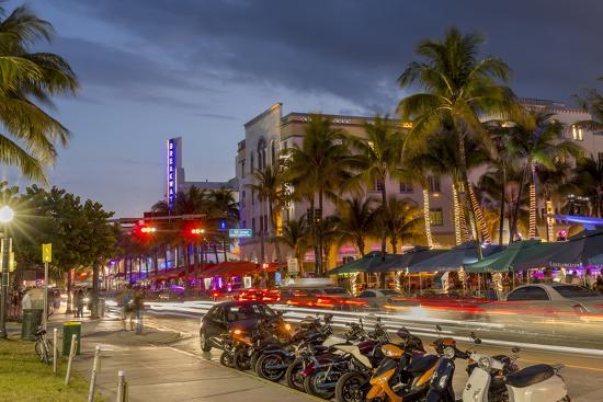 chuck-haney-dusk-light-on-ocean-drive-in-south-beach-in-miami-beach-florida-usa
