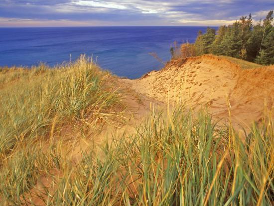 chuck-haney-sand-dunes-along-lake-superior-at-pictured-rocks-national-seashore-grand-marais-michigan-usa