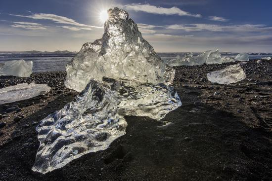 chuck-haney-scattered-ice-from-icebergs-on-black-sand-beach-at-joklusarlon-iceland