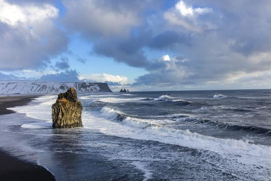 chuck-haney-sea-stack-and-black-sand-beach-near-vik-iceland
