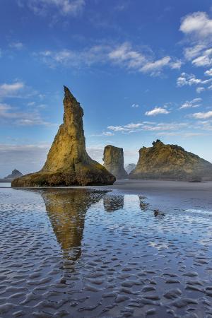 chuck-haney-sea-stacks-on-bandon-beach-in-bandon-oregon-usa