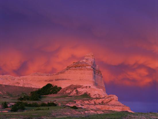 chuck-haney-stormy-light-on-scottsbluff-national-monument-nebraska-usa
