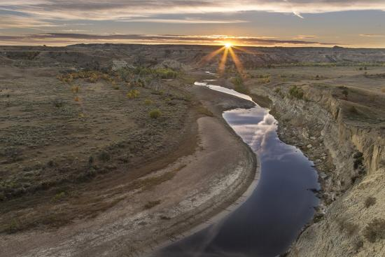 chuck-haney-sunset-over-the-little-missouri-river-north-dakota-usa