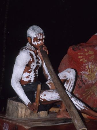 cindy-miller-hopkins-aboriginal-dancer-didgeridoo-pamagirri-queensland-cairns-australia