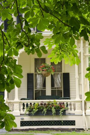 cindy-miller-hopkins-historic-cooperstown-house-with-flowers-cooperstown-new-york-usa
