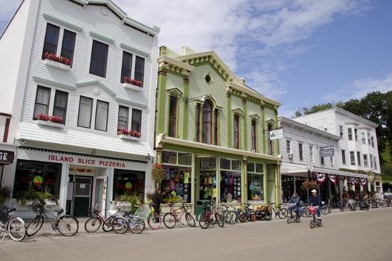 cindy-miller-hopkins-historic-downtown-streets-of-mackinac-michigan-usa