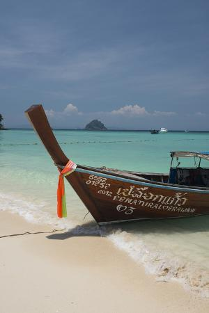 cindy-miller-hopkins-thailand-phuket-island-of-phi-phi-don-traditional-longboat