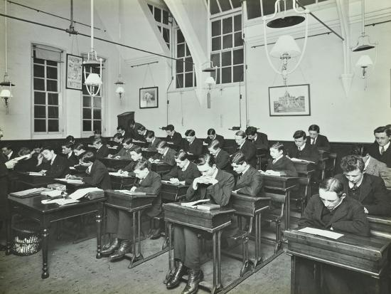 civil-service-class-for-male-students-hammersmith-commercial-institute-london-1913