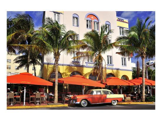 classic-car-in-front-of-the-paparazzi-restaurant-ocean-drive
