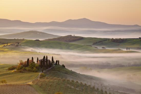clickalps-belvedere-farm-at-sunsise-orcia-valley-tuscany-italy