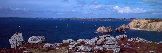 cliffs-on-the-coast-roadstead-of-brest-crozon-peninsula-finistere-brittany-france