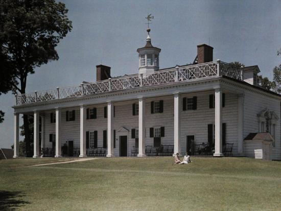 clifton-r-adams-great-piazza-on-the-mount-vernon-estate-faces-the-potomac-river