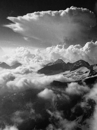 climbing-up-breithorn-peak-of-the-monte-rosa-range