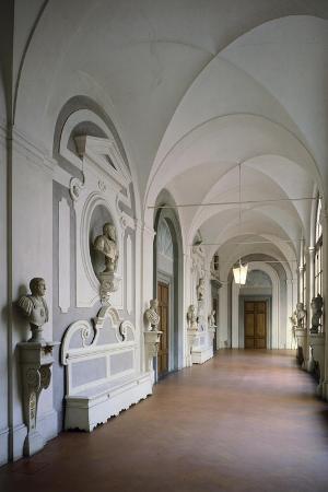 cloister-within-villa-del-poggio-imperiale