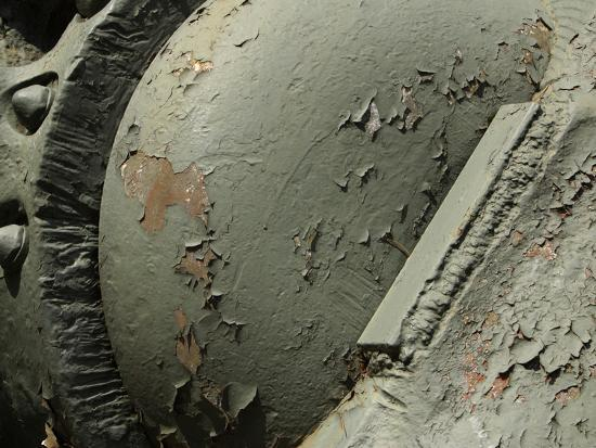 close-up-of-old-rusty-metal-machinery-with-peeling-green-paint