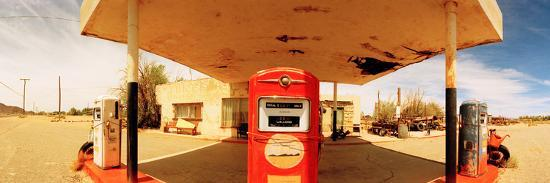 closed-gas-station-route-66-usa