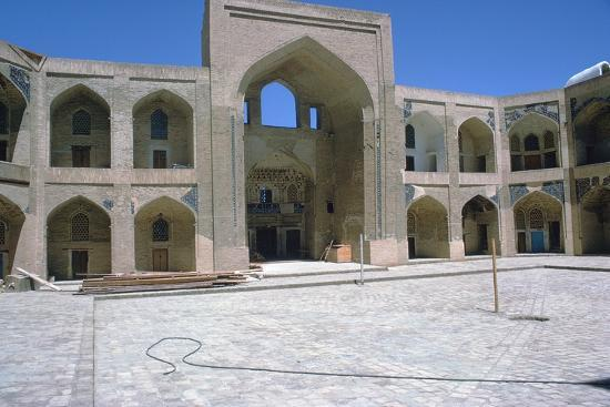 cm-dixon-courtyard-of-the-kalian-mosque-15th-century