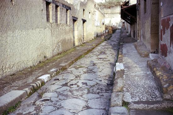 cm-dixon-paved-street-in-the-roman-town-of-herculaneum-italy