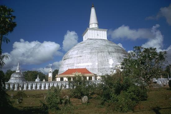 cm-dixon-ruwanvaliseya-stupa-in-sri-lanka
