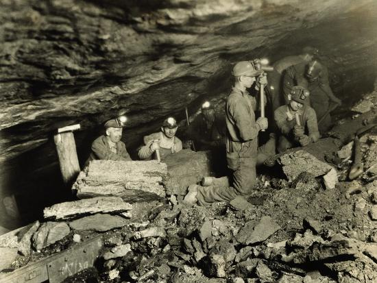 coal-miners-working-one-thousand-feet-below-surface
