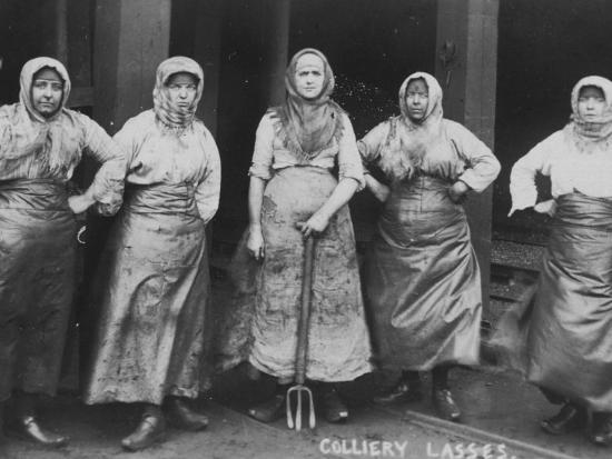 colliery-lasses-of-wigan