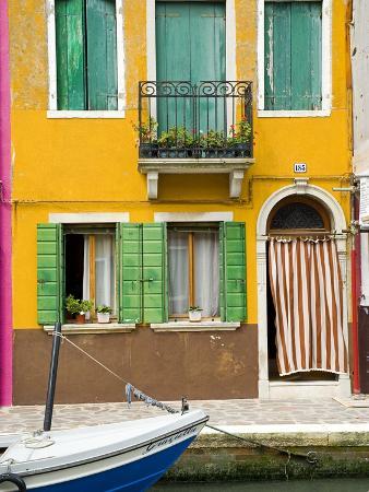 colorful-house-on-burano-island