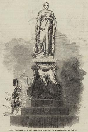colossal-statue-of-her-majesty-in-front-of-holyrood-house-edinburgh