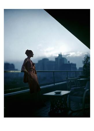 constantin-joffe-vogue-july-1945-clarepotter-dress-on-roof-of-moma