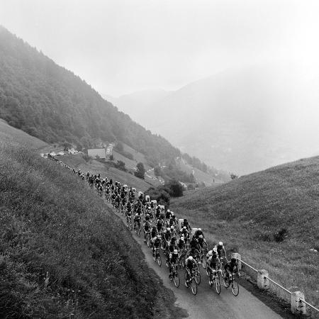 contestants-in-the-grueling-tour-de-france-are-seen-on-their-way-to-the-mente-pass