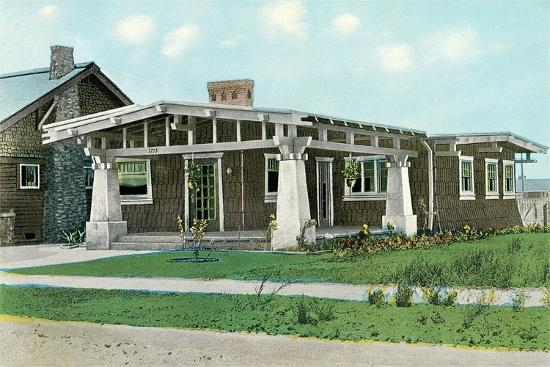 craftsman-house-with-pillars