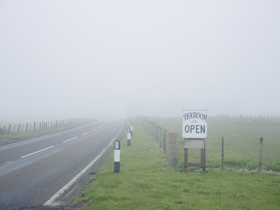 craig-easton-a-welcome-break-at-an-isolated-highland-tea-room-in-foggy-scottish-weather-scotland-u-k
