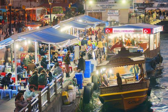 craig-easton-floating-traditional-food-stalls-on-the-bosphorus-isanbul-turkey-europe