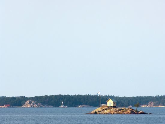 craig-easton-lone-hut-on-a-small-island-in-the-stockholm-archipelago-sweden-scandinavia-europe
