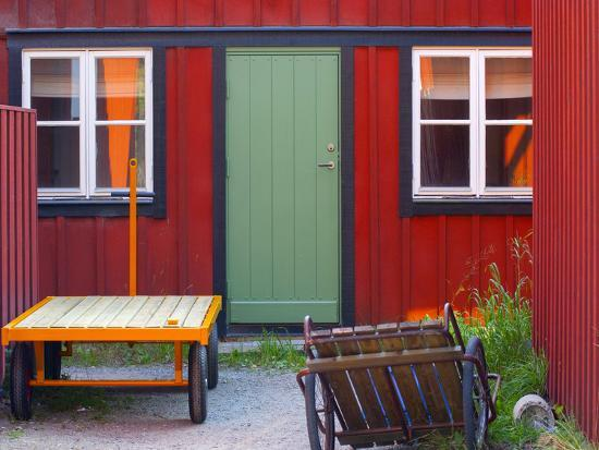 craig-easton-painted-holiday-cottage-on-one-of-the-islands-in-the-stockholm-archipelago-sweden-scandinavia