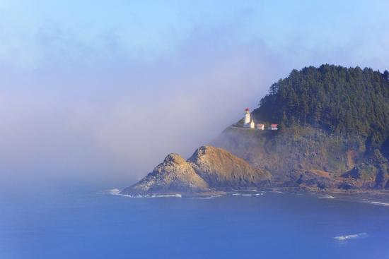 craig-tuttle-fog-adds-beauty-to-heceta-head-lighthouse-oregon-coast-pacific-ocean