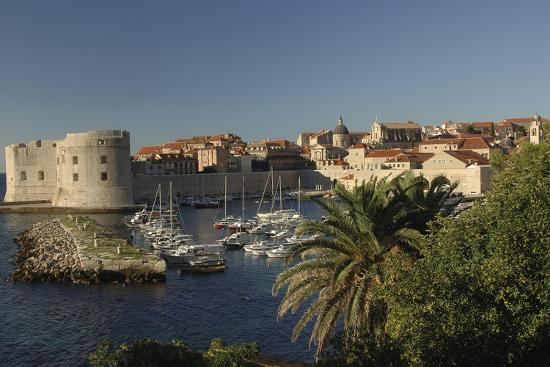 croatia-dalmatia-dubrovnik-port-near-old-town