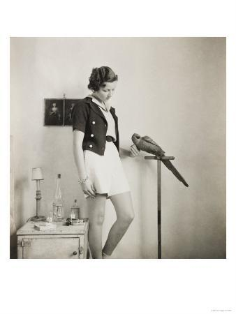 curtis-moffat-figure-study-with-parrot