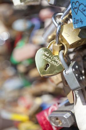 czech-republic-prague-abundance-of-love-padlocks-on-railings