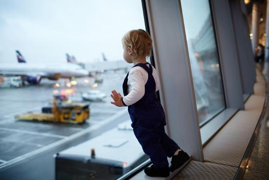 d13-kid-in-the-airport