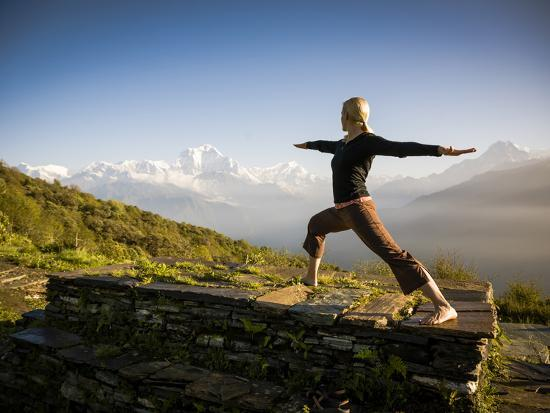 dan-holz-yoga-in-the-morning-sun-upon-poon-hill-along-the-anapurna-circuit-ghorepani-nepal
