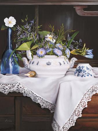 danka-weitzen-afternoon-tea-con-bottiglia-blu